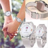 Cheap Tommy Couple Watch Alloy Band Watch Couple Men and Women Fashion Luxury Quartz Wrist Watch Gift for Men Ladies Diamond Metal Belt Watch
