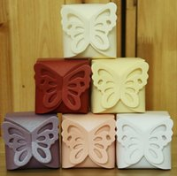 Wholesale 100PCS Wedding Supplies Favor Butterfly Candy Boxes European Embossed Chocolate Box Casamento Packing Boxes Cardboard Paper Box