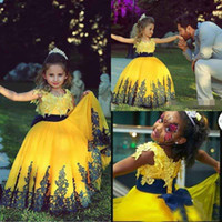 Wholesale Flower Girls Dresses fLovely Yellow Princess Ball Gowns Kids Pageant short Cap Sleeves Crew Neck Puffy Skirt Lace Appliques Little Dresses