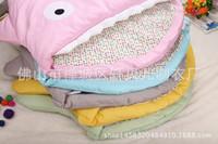 Manos de oro Little Baby dibujos animados tiburón diseño al aire libre dulce lindo niño de la ropa mantener cálido algodón clip espesamiento saco de dormir