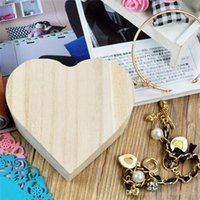 Precio de Almacenamiento de maquillaje de madera-2017 Cajas de almacenamiento portátil Forma de corazón Caja de madera Caja de joyas Hardware Regalo de boda Maquillaje Almacenamiento Bin Earrings Organizador de anillos