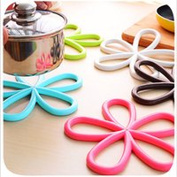 Wholesale New Plum shaped anti slip table mat PVC insulated hot pot holder kitchen quality doily placemat