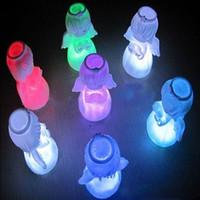 Vente en gros-Random Livraison 7 couleurs Figurine de Noël Changement de la lampe LED Nuit Lumière Angel Doll Home Party Décor cadeau 70 * 50mm