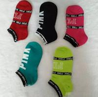 achat en gros de chaussettes de football rose-Love vs Pink Socks Mode Femmes Sports Chaussettes Victoria short Chaussettes de sport secrets Chaussette de cheville de bateau 30 Pairs Livraison gratuite