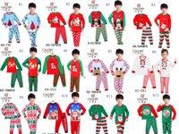 Санта костюмы Цены-Рождественские пижамы наряды мультфильм ребенка с длинными рукавами + брюки 2pcs / комплект Tracksuit Санта Клаус и рождественские олени костюм детей Одежда 13 стилей
