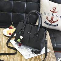 Wholesale European fashion brand handbag new spring and summer Boston handbag pillow bag bag cylinder