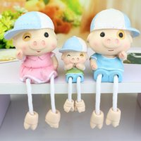 Wholesale Popular Creative Resin Hanging Feet Cute Pigs Dolls a Family Of Fashion Kids Wood Outseam Dolls Home Table Decoration Furnishing Ornament
