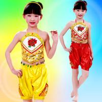 Los niños étnicos vendedores calientes del traje del funcionamiento del festival de Dudou de la ropa de los niños del estilo chino bailan la venta al por mayor de la ropa al por mayor