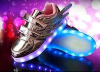 2017 La nouvelle mode européenne lumineuse a illuminé vers le haut des baskets d'enfants de LED badges élégants élégants de filles de bébés chaussures fraîches d'enfants