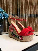Sandalia moderna de calidad superior de lujo de la marca de fábrica de las mujeres 2017 zapatos causales del paltform de la cuña del verano de las ventas calientes del paltform calza los zapatos abiertos de la señora del dedo del pie