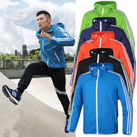 Wholesale 2017 new and high quality brand of men s fashion jacket in the spring and autumn day casual sport wind rain jacket bag mail