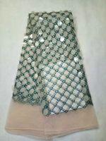Precio de Escama de lentejuelas-5 Y / pc Forme el cordón africano del acoplamiento del diseño verde del cequi del enrejado con la tela de la red del francés de las escamas de la gota del agua para la ropa LJ17-1