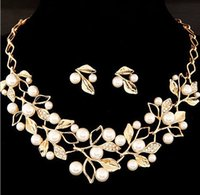 Wholesale European and American fashion chain set sweet temperament all match Pearl Diamond Flower Necklace Earrings Set bride alloy