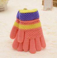 Mode Garçons Filles Mitaines Gants de doigts en plein air Gants d'enfants chauds Gants de rayure de couleur Candy Tricot double gants épaississement de laine