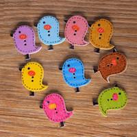 al por mayor botones de costura lindo-Venta al por mayor 100Pcs botones de madera 26mm * 24mm Cute Bird Pattern Decoración Botones 2 agujeros Costura Accesorios bottons Craft DIY Scrapbooking