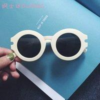 achat en gros de vente en gros lunettes de soleil en plastique jaune-Lunettes de soleil de style rond en plastique de mode de gros-cercle femmes d'été lunettes de soleil blanches jaune coréen