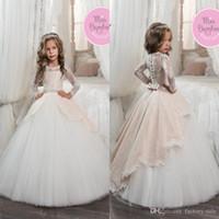 Precio de Líneas blancas-Mangas largas de la vendimia se ruborizan los vestidos blancos de las muchachas de flor para las bodas Princesa una línea Jewel Cuello Sash del arco Vestidos largos del desfile de la primera comunión