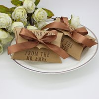 cajas de regalo fantásticas al por mayor-Fantástico 2017 almohada forma favores de la boda baratos cajas de favores con cinta Candy Gift Box Favor Sostenedores Party Supplies