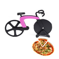 Wholesale Creative Kitchen Tool Bicycle Pizza Wheel Cutter Stainless Steel Bike Pizza Round Knife Plastic Pizza tool