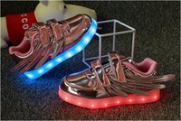Wing Enfants Chaussures Garçons Filles Mode Lumières LED USB enfant Luminous Wings Sneakers Enfants Confortable Flats Sports Haut de football