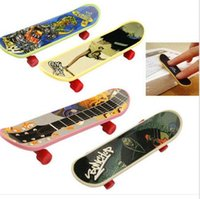 Wholesale Mini Finger Skateboard Fingerboard Mini Skate Plastic Stents Scrub Finger Scooter Skate Boarding Game Toy Random