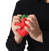 al por mayor squishies por mayor-La simulación enorme blanda squishy de la fresa grande al por mayor del 11cm frustra los juguetes de levantamiento lentos artificiales del queuee de los squishies del kawaii del teléfono del bolso