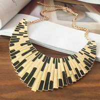 Wholesale Retro exaggerated alloy drip necklace women big necklace close fitting fan shaped items lock collar necklace