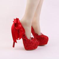 al por mayor bombas de cinta-Hecho a mano de encaje rojo novia zapatos de moda brillo de tacón de aguja vestido de novia con zapatos de la cinta de proa y Rhinestone Heel mujeres bombas