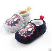 Precio de Zapatos de hombre araña para niños-Spiderman recién nacido anti deslizamiento suave zapatos de bebé único 2017 Superhéroe de dibujos animados algodón niños de tela muchachos zapatos niño Toddler prewalker primer caminante