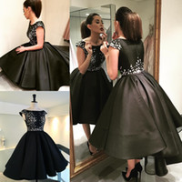 Negro Prom Dresses Lace Applique Petal Poder Ball Gown Cap manga más tamaño Hi Lo Homecoming Dress