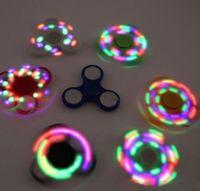 al por mayor a través de la mano-Led Fidget Spinner Con Interruptor de Poder Puntas de los dedos Spinner de mano Triángulo dedos Spinner EDC acrílico Decompres plástico nave del juguete a través de DHL