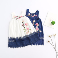 al por mayor vestido de encaje occidental niñas-Vestidos bordados florales del vestido del cordón de 2017 nuevos bebés Vestidos occidentales de la manera del algodón de Sundress del verano de los volantes