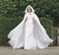 Faux fur jackets Цены-Горячий продавать Зимняя свадьба плащ Cape сшитое с капюшоном с меховой отделкой Фо Лонга для невесты атласная куртка