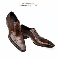 Wholesale Fashion Italian Men Shoes Genuine Leather Mens Dress Shoes Sales Carved Designer Wedding Male Oxford Shoes Men Flats