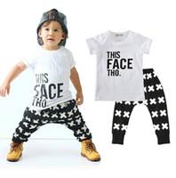 al por mayor tiendas de ropa de niño-La ropa al por mayor de los niños del bebé de los muchachos fija la manga corta del algodón pone letras a los pantalones del harem 2Pcs fijaron los equipos de la ropa del boutique del niño