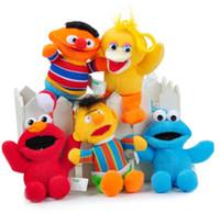 Compra Camas muñeca al por mayor-Venta al por mayor- cama de bebé ornamentos juguetes colgando Sesame Street ELMO 13 cm juguetes de peluche de dibujos animados rellenos de muñecas de colgante de regalo de los niños