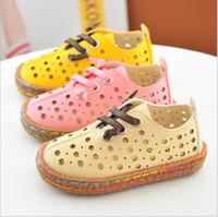 Le millésime plus nouveau de l'été 2017 d'expédition libre augmentez des chaussures de sandales de trou pour les filles de vent de muscle de vache de filles seul respirant le beige jaune rose