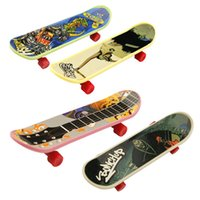 Wholesale New Hot Selling Cute Party Favor Toy Kids children Mini Finger Board Fingerboard Skate Boarding Toys Christmas Gift