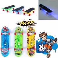 Wholesale Mini Finger Skateboards Toys LED Light Novelty Finger Sports Skateboard Board Deck Boy Kids Children Gift Colorful Skate board