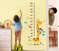 Las etiquetas engomadas desprendibles del crecimiento de la etiqueta engomada de la pared del bebé miden las etiquetas engomadas de la pared de la altura de los niños del bebé La altura de la jirafa para pegar a padres interactúa