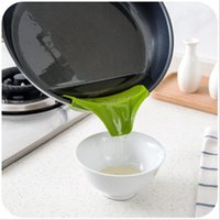 Wholesale DHL Multifunction Food grade Silicone Slip On Pour Spout Clip On Single Pouring Spout for Pans Bowls Kitchen Tool