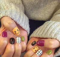 Wholesale Hit pure color with smile and lattice pattern fake nails Japanese cute false nails french with glue short full nail tips
