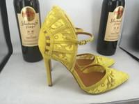 achat en gros de ventilateurs de dentelle jaune-Nouveau sandales femmes transpirable chaussures jaune talons aiguilles populaire en forme de ventilateur en dentelle chaussures boucle sangles orteils ronde sandales pour femmes de mode