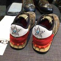al por mayor zapatos del remache hombres-Marca de fábrica los zapatos de cuero genuinos de los hombres calientes de la venta los zapatos causales de los hombres de la alta calidad camuflan y remachan los zapatos del deporte EUR tamaño 38-44
