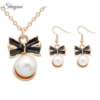 Wholesale New Arrival Fashion Bowknot Pearl Pendant Necklaces for Women Gold Plated with Long Chain Statement Necklace Jewelry