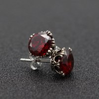 Wholesale S925 pure silver ornaments temperament crown Thai silver red garnet earring to Europe and the United States to restore ancient ways stud ear