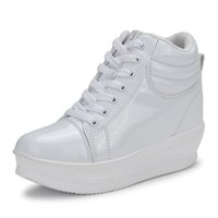 KUYUPP 2016 Fashion Hide Heel Chaussures décontractées pour femmes Chaussures gonflables plates Chaussures décontractées Chaussures en cuir verni High Top Shoes YD105