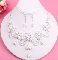 Wholesale Bridal Accessories Earrings Necklace Two Sets Pearl Rhinestones Jewelry Wedding Dress Accessories Fashion Generous Earrings Necklace Suit