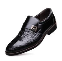 Precio de Hombres zapatos nuevos estilos-Los zapatos de la boda del vestido de los nuevos 2017 hombres calzan los zapatos de los zapatos de Oxfords del estilo del hombre del estilo del cuero genuino de los hombres