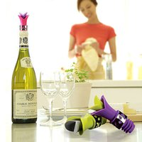 Wholesale Elegant Calla Lily Wine Pourer and Stopper Combination In Deluxe Bottle Stopper Calla Lily Design Wedding Favors Gift